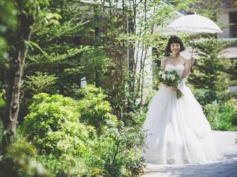 VICTORIA GROVE 教会での本格挙式×小さな森の結婚式画像2-3