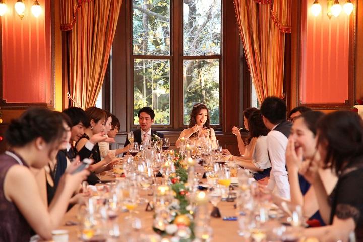 晩餐会スタイルでラグジュアリーな雰囲気