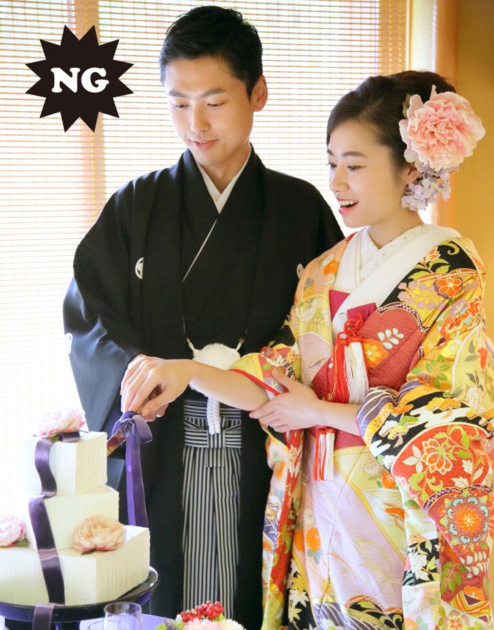 袖の中を気にして腕が見えすぎる花嫁のNG例