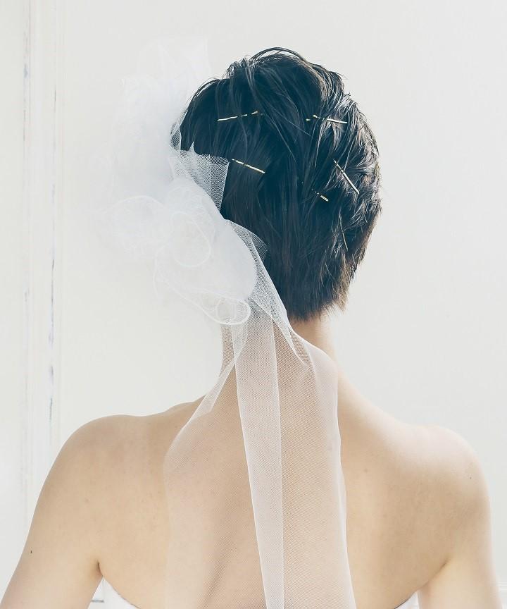 花嫁 髪型 前髪なし 黒髪ショート かき上げヘア ベール