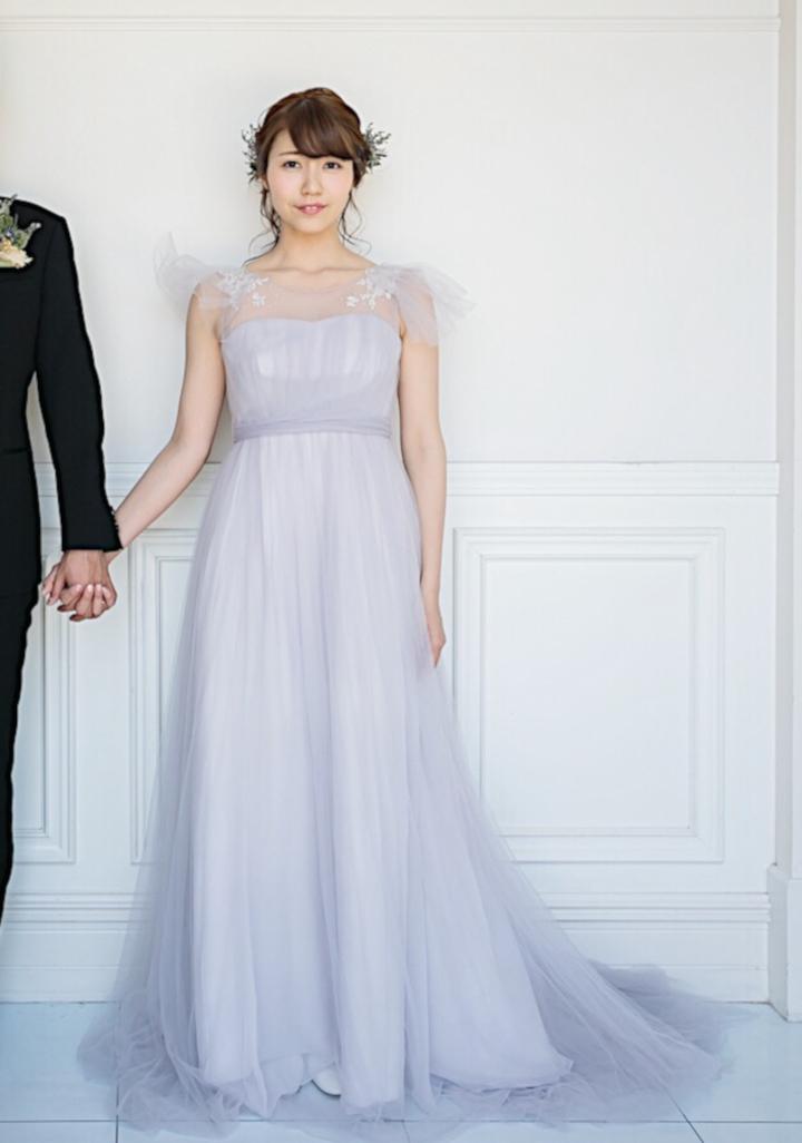 ドレスをそもそも「顔まわり」に飾りのあるデザインで選ぶ