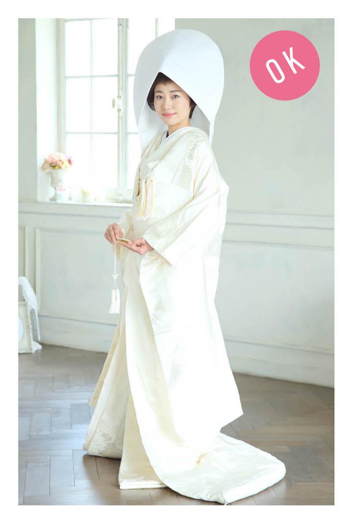 綿帽子を被った白無垢の花嫁の正面からの立ち姿