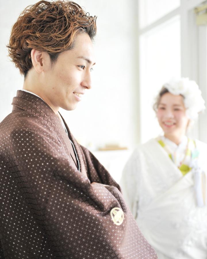 茶系の紋服なら優しげで柔らかな印象に