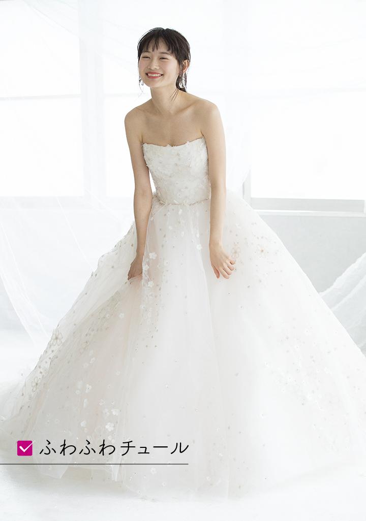 愛らしい3Dフラワーが施されたふわふわのチュールドレスはまさに、可愛らしい雰囲気を得意とするWAVE骨格のためにあるようなドレス。