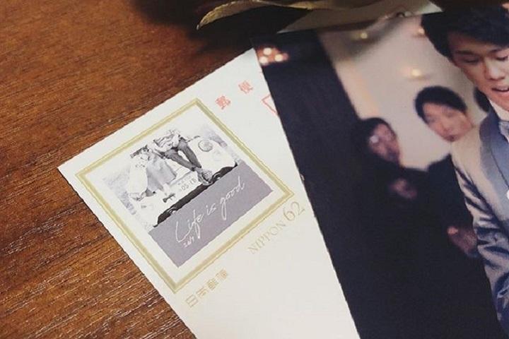 オリジナル切手を貼った結婚報告はがき
