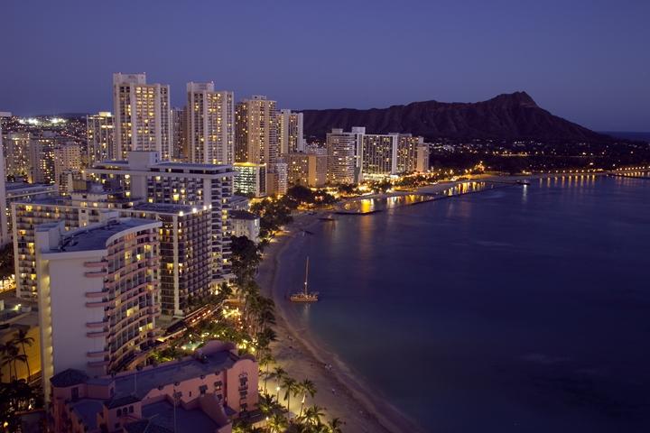 ホテルは夜景の見える高層階ルームを狙う!