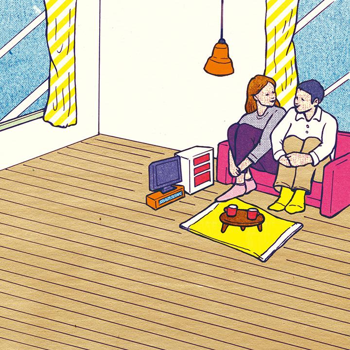 部屋の片隅の小さなスペースでくつろぐカップル