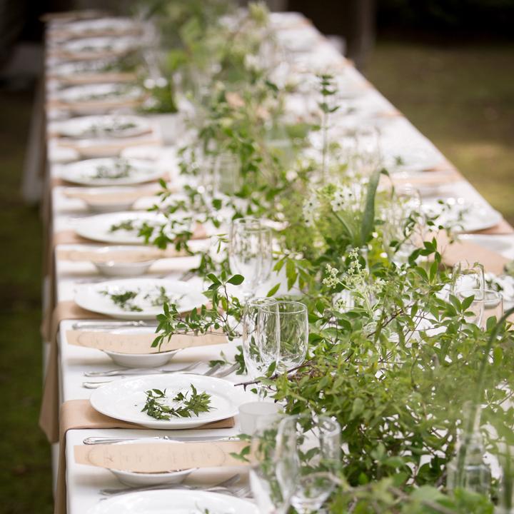 野の花をイメージしたテーブル装花