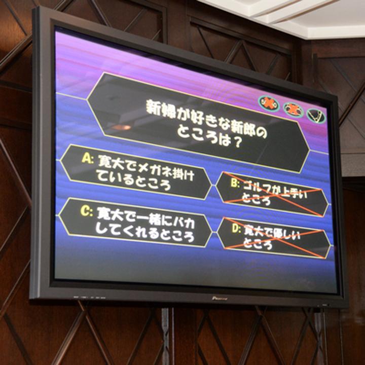 モニターに映し出されたクイズの選択肢画面