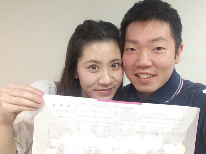 ピンクの婚姻届提出