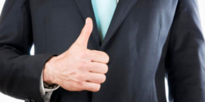 「職場の人を呼びたくないからといって変に隠しても、結局はバレます。それよりも上手な報告の仕方を考える方が得策。次の3つのステップに沿って実践してみてください。  【1.早めの報告】式を挙げるかどうかは