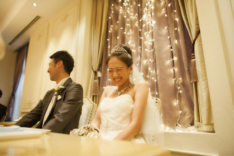 ライトカーテンの前で笑顔全開のhina95kyさん