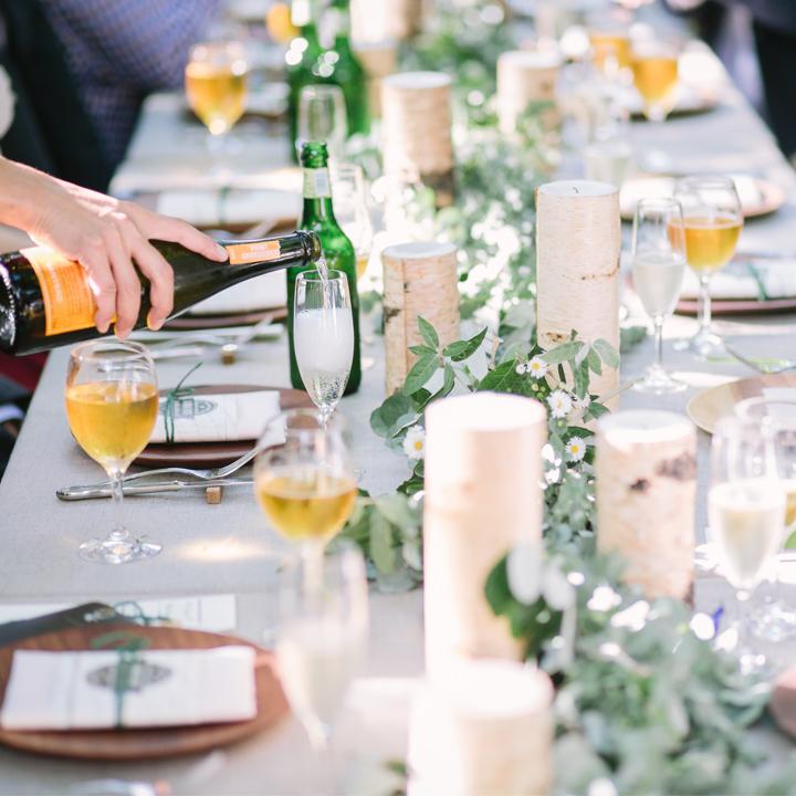 ガーデンに作られたパーティテーブル