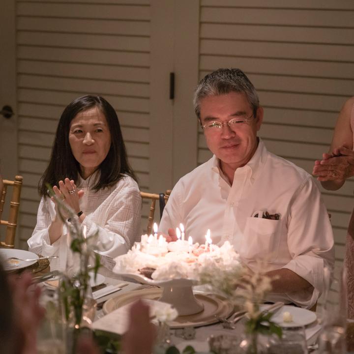 父親の誕生日を祝うパーティ演出