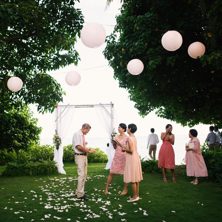 ピンクのドレスコードでそろえたゲスト