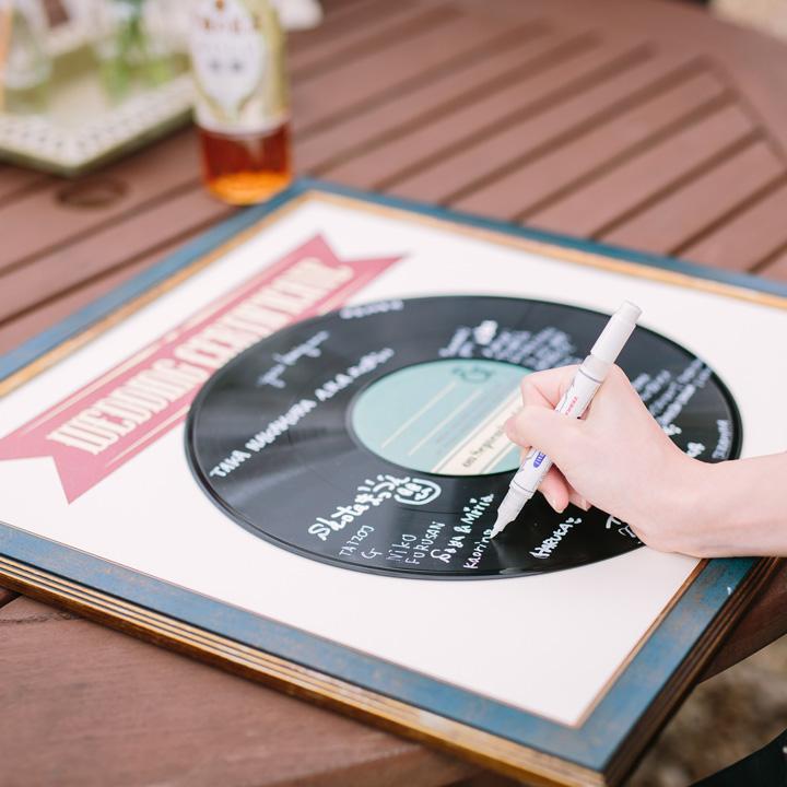 人前式の署名をレコード盤に