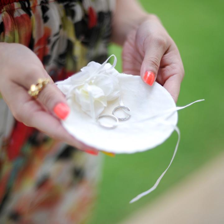 ブライズメイドが運ぶ貝殻のリングピロー