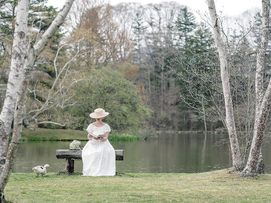 [軽井沢]湖畔でくつろぐ大人花嫁