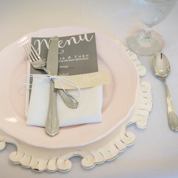 テーブルウエアとメッセージカード