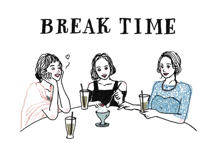 カフェで時間をつぶすシーン