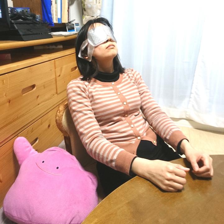 343251さんの写真。蒸気でアイマスクで疲れた目を休めている様子