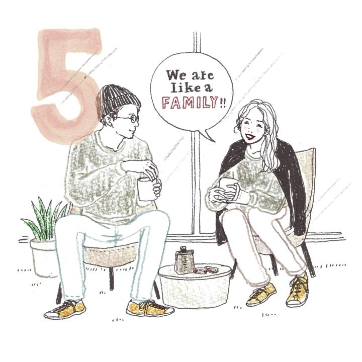 """結婚式までの日々、お互いの意見を出し合ってふたりで物ごとを進めると、絆も深まっていくもの。ハネムーンの計画や、やりたい事を相談して貯蓄を始めたり、アプリを使って日々のスケジュールを共有して""""夫婦になる"""