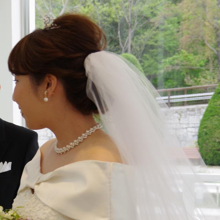 結婚式にどの親族を呼ぶかに始まり、出席の打診や招待状リストの作成など、親族関係は親に任せました。私たちの負担も減るし、準備がスムーズに進みました。(yukiさん)