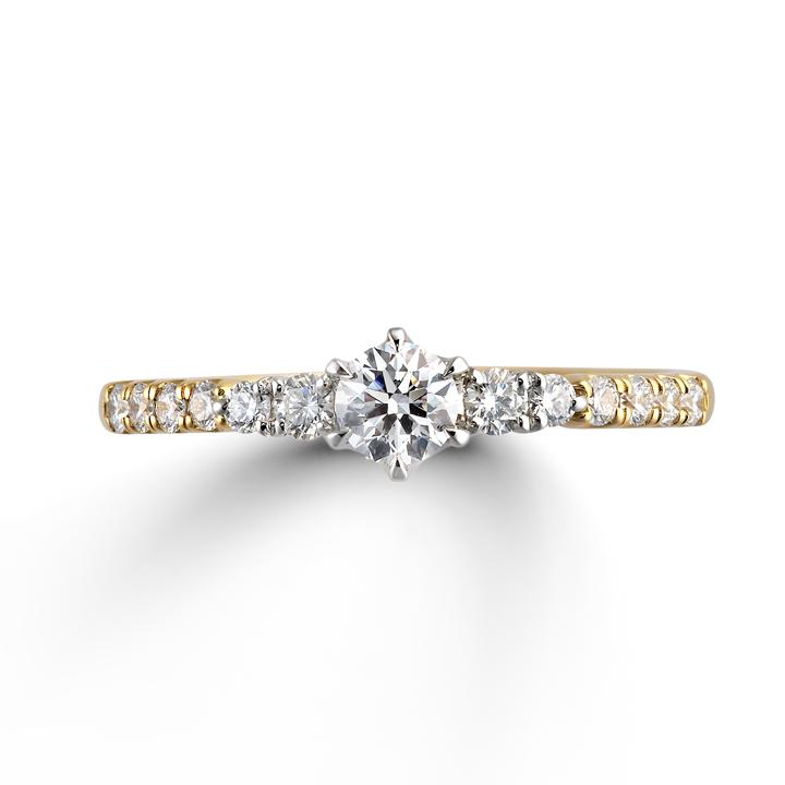ゴールドのアームにダイヤモンドをあしらった婚約指輪