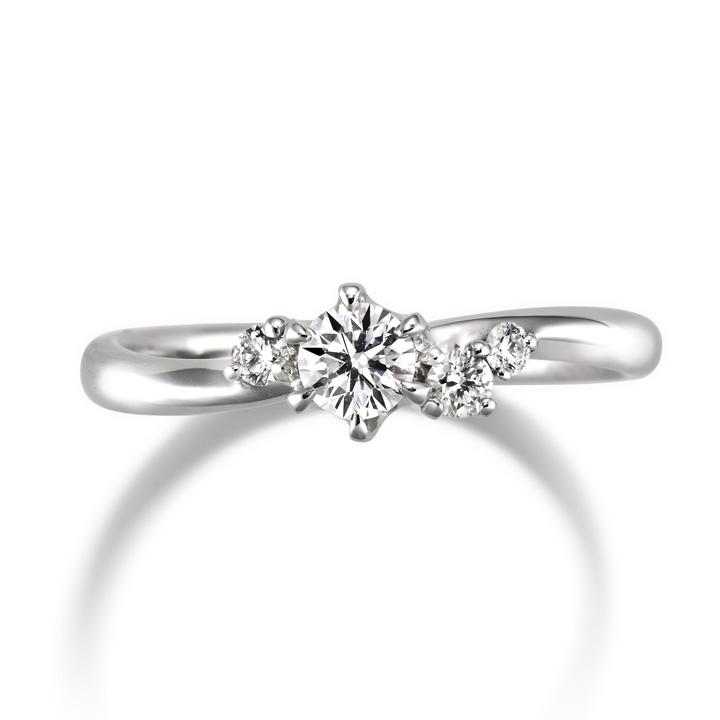センターダイヤの脇にメレダイヤをあしらった婚約指輪