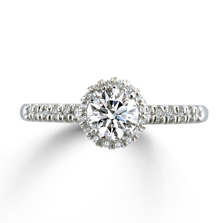 センターダイヤモンドの周りをメレダイヤが取り囲んだゴージャスリング