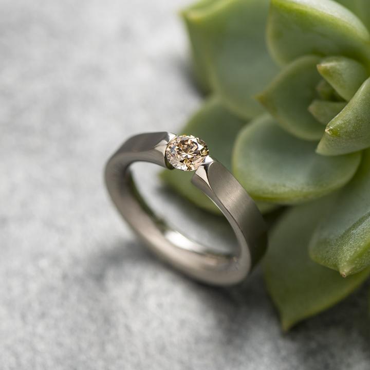 ニーシング指輪画像