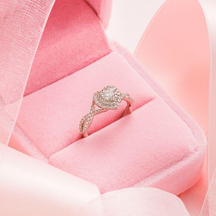 おねだりしたい!見ているだけで幸せになれる、キラキラ婚約指輪
