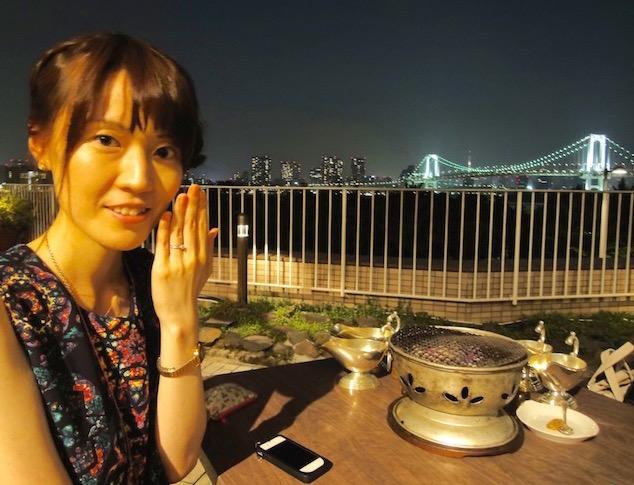 婚約指輪(ティファニー・チャネル セッティング バンドリング)を購入した記念に、夜景のきれいなレストランを予約。そこで指にしているショット