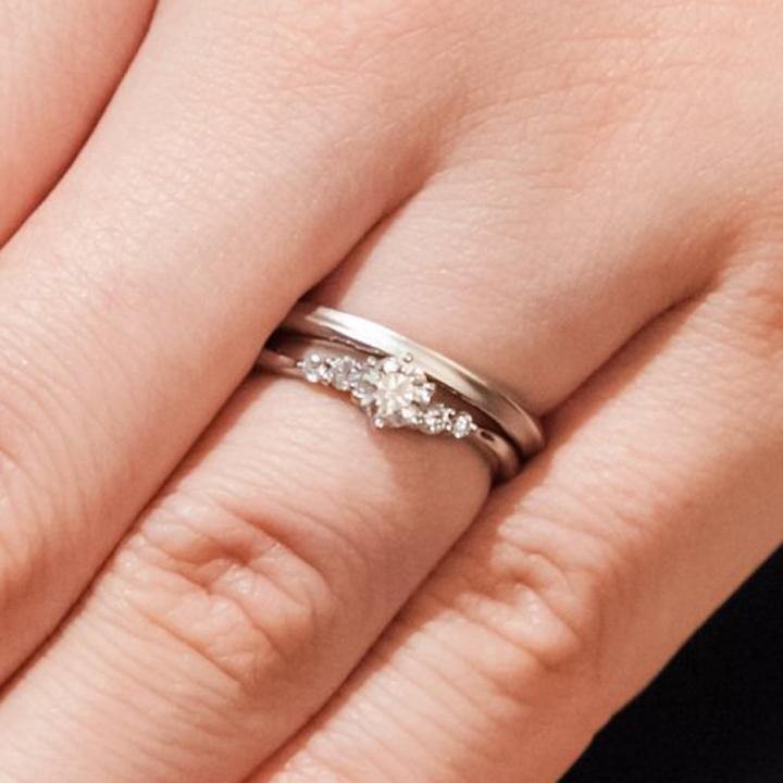 メレダイヤ入りの婚約指輪&シンプルミル打ちの結婚指輪