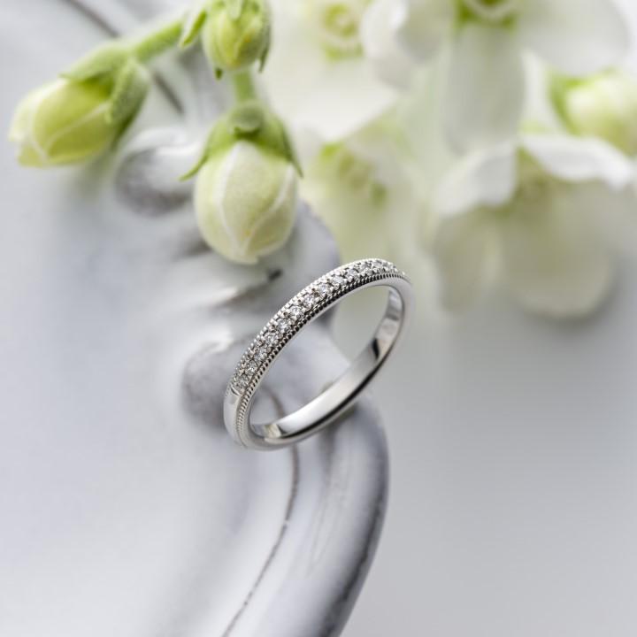 """普段使いしやすいのに華やか*結婚指輪に""""ダイヤ付き""""はいかが?"""