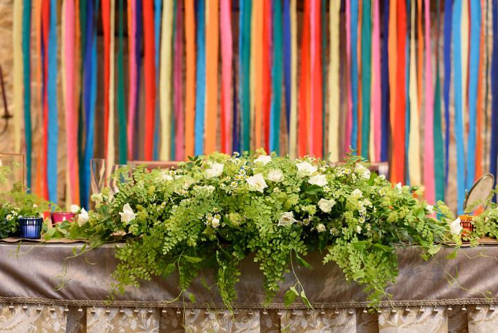リボン装飾を施した高砂席