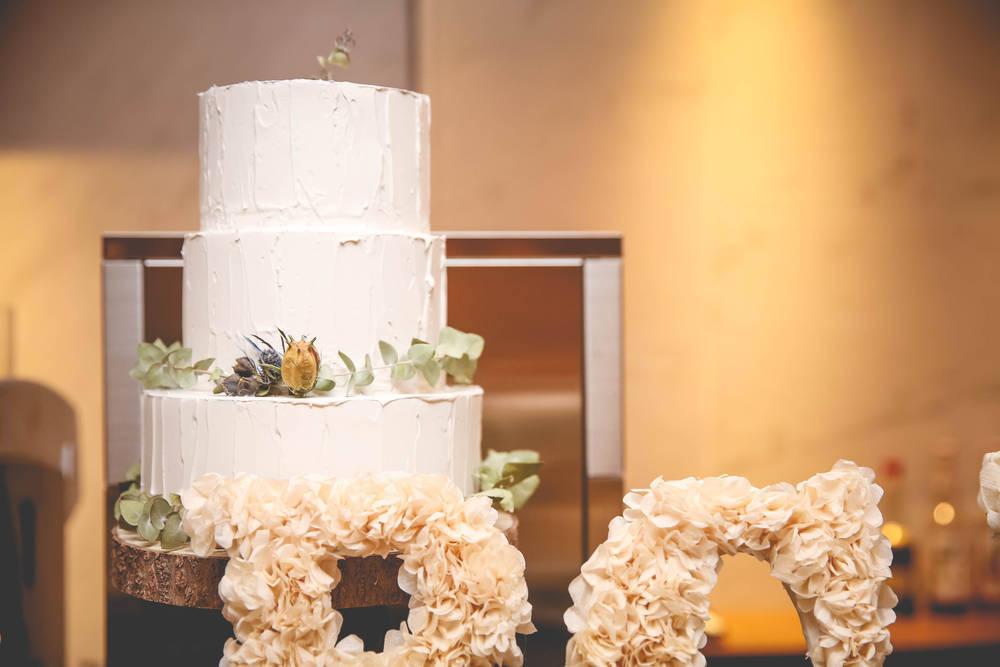 __n.weddingさんのフェイクケーキ01