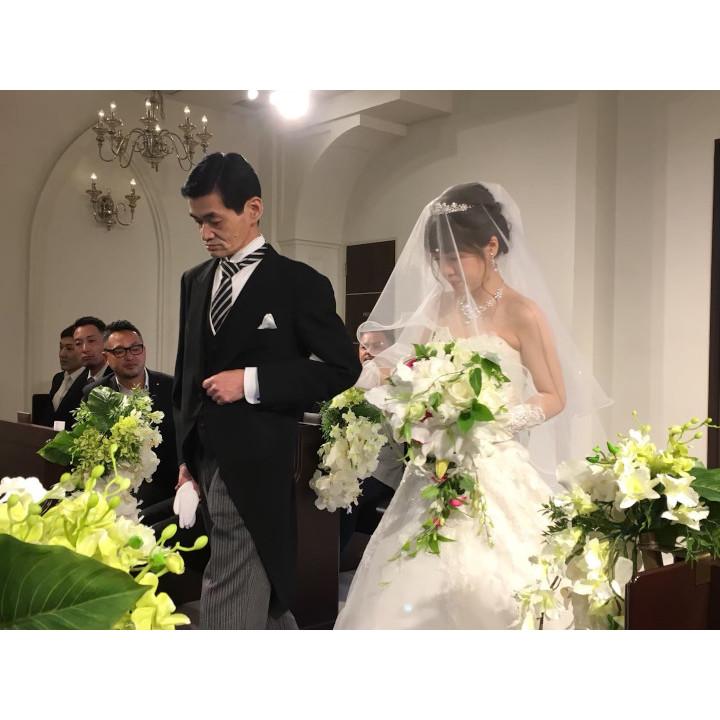 父とバージンロードを歩く夢をかなえた花嫁