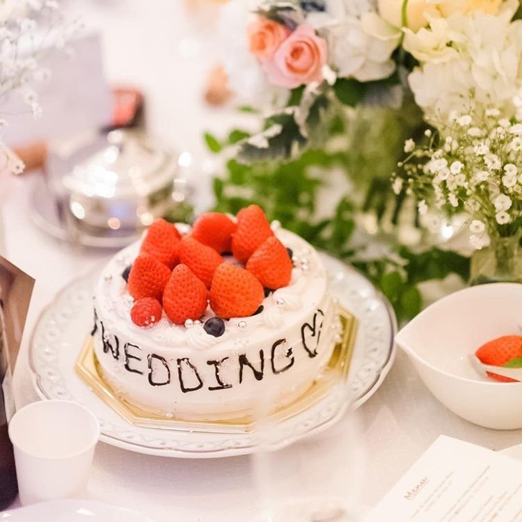 各テーブルオリジナルのケーキが完成