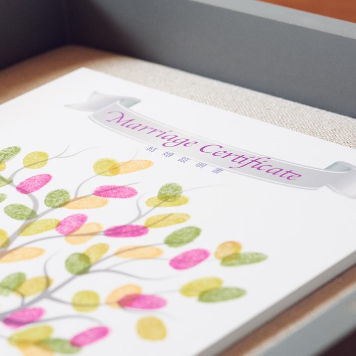 結婚証明書を兼ねて飾っておけるウエディングツリー