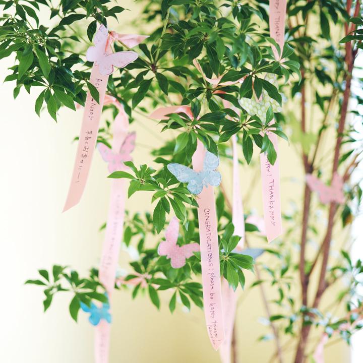 本物の木にリボンを結ぶ演出としても楽しめるウエディングツリー
