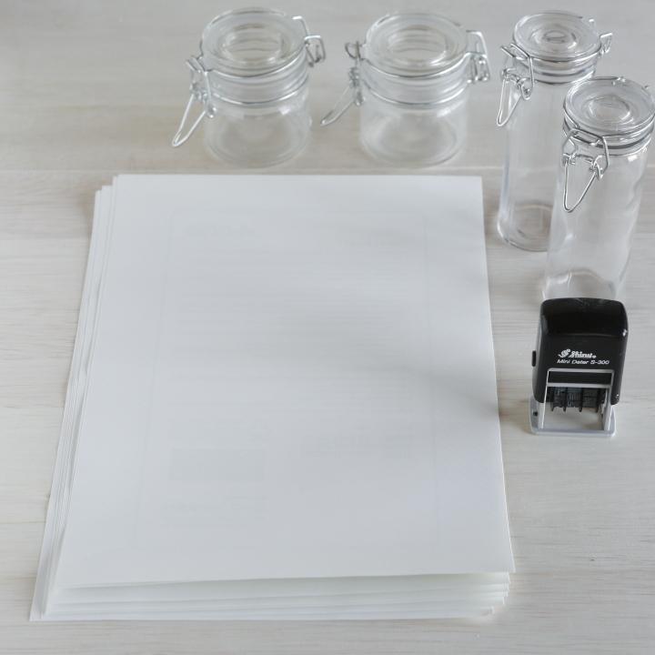 プチギフトを入れる瓶、印刷用ラベルシート、日付スタンプ