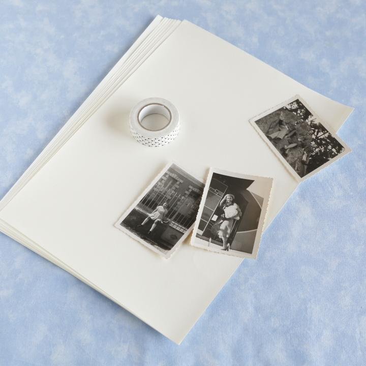 コピー用紙よりやや厚手の紙、マスキングテープ、プリントしたい写真