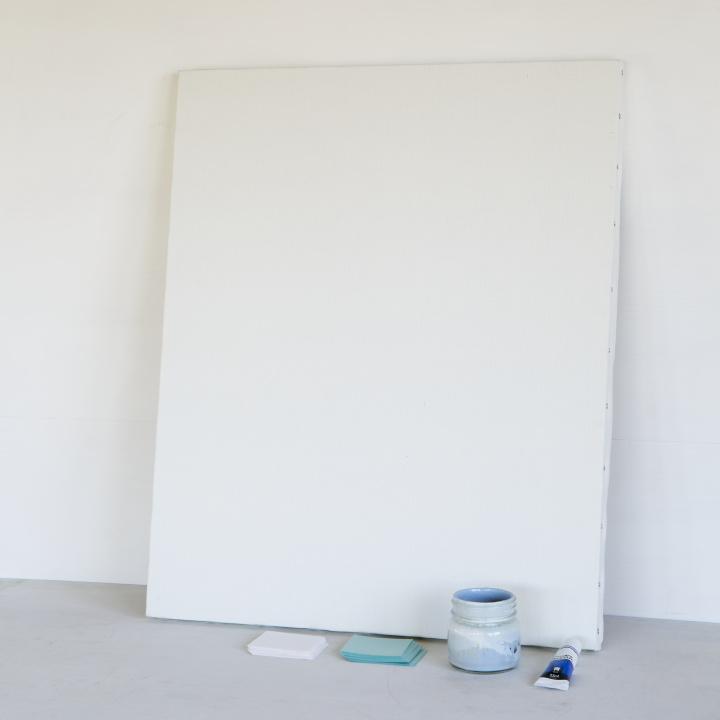 油絵用キャンバス、カットした紙、アクリル絵の具