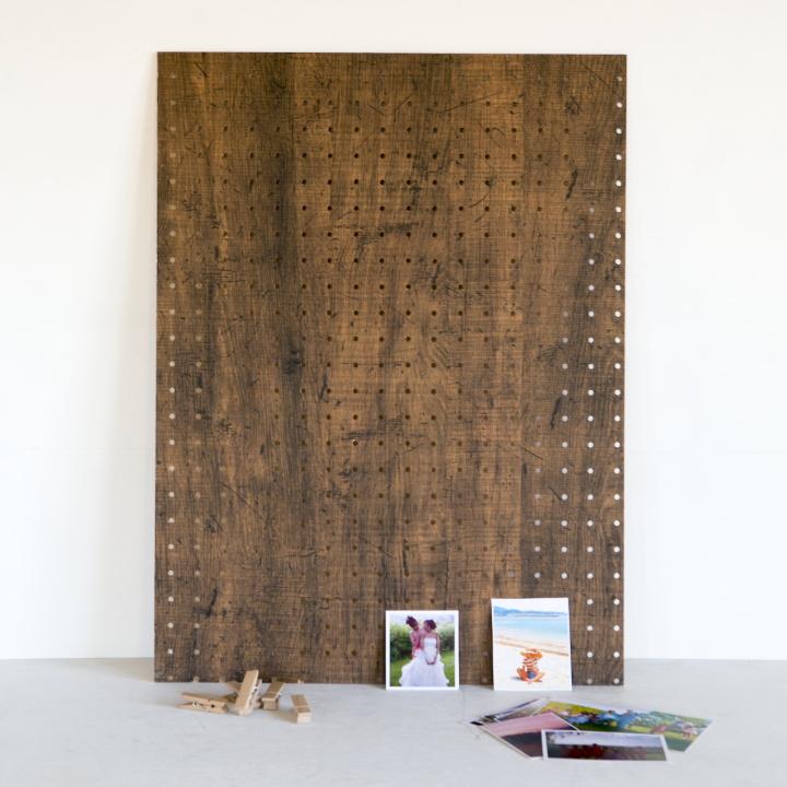 パンチングボード、木製ピンチ、飾りたい写真