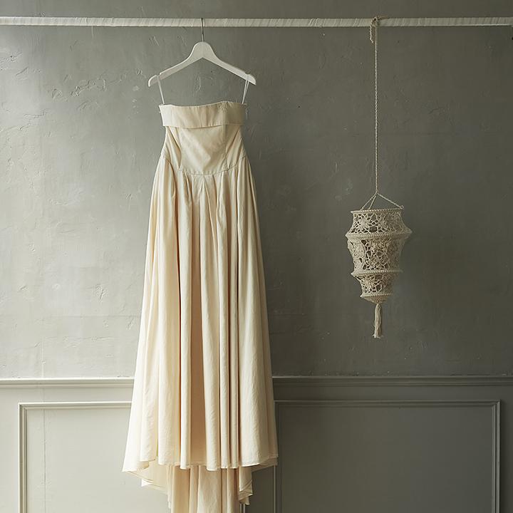 シンプルシックなAラインドレス
