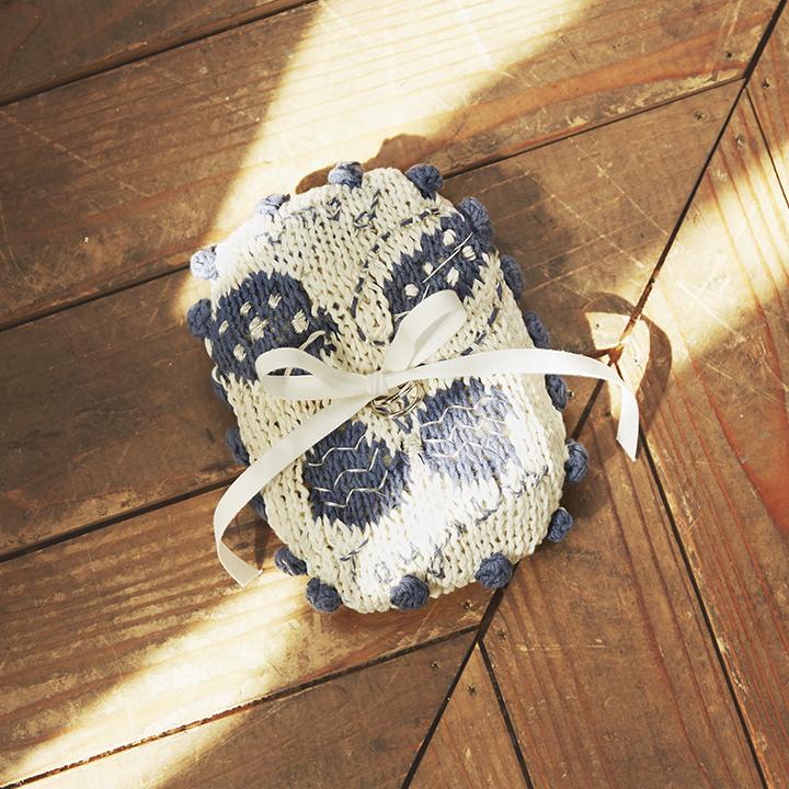 オーガニックコットンの手編みリングピロー