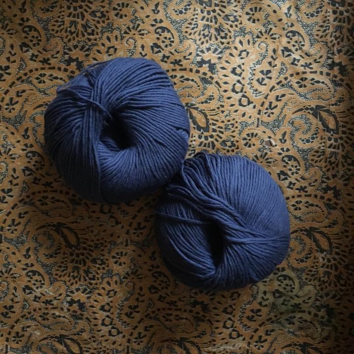 ブルーのオーガニックコットン糸