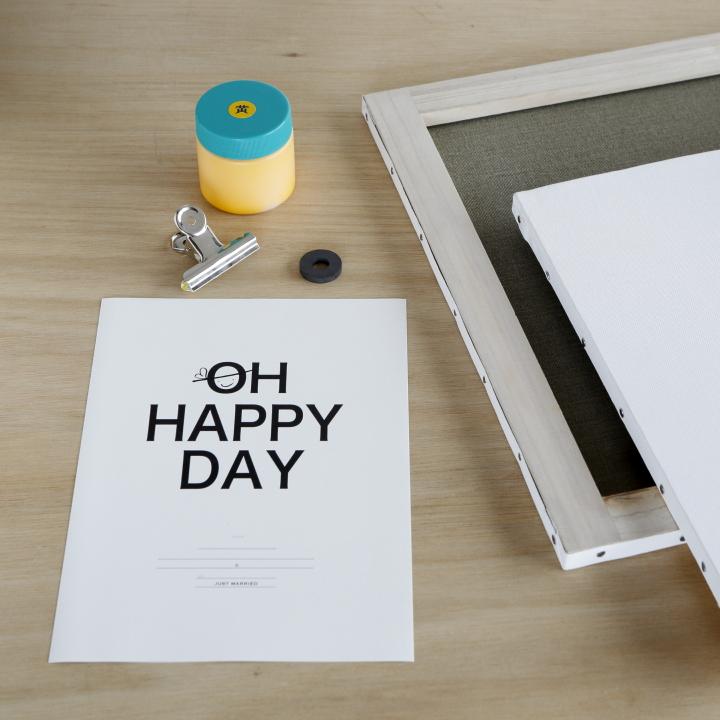 キャンバス、結婚証明書を印刷する紙、アクリル絵の具、磁石、クリップ