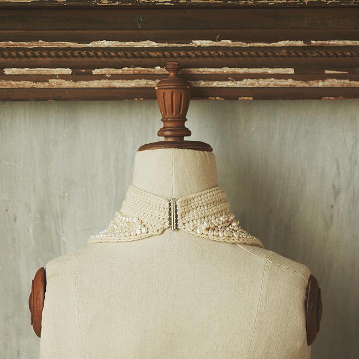 付け襟のバックスタイル